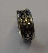 Ring mit gewebten Einlagen