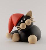 Hilde schmusend mit Weihnachtsmütze