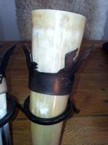 """Trinkhorn 0,3 L mit Trinkhornhalter """"Hugin Munin"""""""