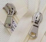 Jackenreißverschluß in creme mit silberfarbenen Zippern in 46 cm Länge