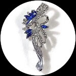 Broche fantaisie métal argenté, strass imitation saphir bleu et naturels BRO0110