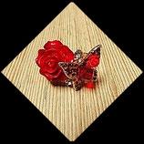 Bague anneau doré réglable papillon et fleurs résine, strass rouges  BAG007