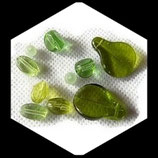 Perles de verre assortiment vert transparent , lot de 10 perles Réf : 901