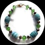 bracelet vert perles , swarovski à facettes et toupies : bijou artisanal