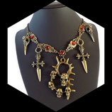 collier style gothique crane poignard métal bronze, strass