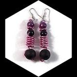 Boucles oreilles  ressort  aluminium rose,  perles - Bijou fait main.