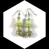 Boucles oreilles percées perle tulipe et perle nacrée vert pomme faites main - bijou de créateur.