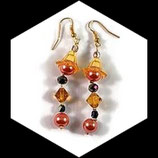 Boucles pendants oreilles perles couleur orange, jaune et noir faites main. BO017