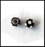 Perle imitation pandora ® lampwork 11 x 11 mm cube noir à pois blancs Réf : 158