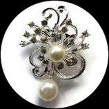 Broche fleur argentée à strass naturels, perle,  pendant BRO75
