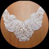 Faux col à coudre blanc, perles nacrées blanches  FCO038