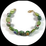 Bracelet vert fleuri fait main - Bracelet perles de verre et palets nacrés