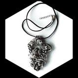 Coller pendentif aluminium noir argent perles bois zèbres fait main