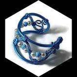 Bracelet manchette fil aluminium turquoise, perles fait main - bijou de créateur