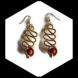 Pendants oreilles percées fil aluminium doré perles rouges boucles oreilles