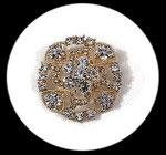 Broche ronde métal doré à strass argentés BRO113