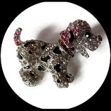 Broche argentée chien à strass  BRO62.