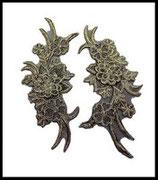 Applique 3D fleurs brodées vieil or sur organza polyester noir lot de deux APP032