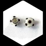 Perle imitation pandora ® lampwork 11 x 11 mm cube blanc à pois noirs Réf : 161
