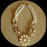 Collier doré fleurs perles imitation ivoire et strass  COL005