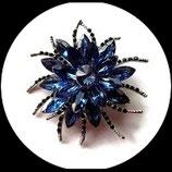 Broche épingle métal argenté, strass bleus Réf BRO050