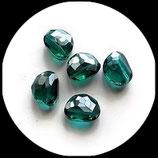 Perle en verre plate à facettes 18 x 14 mm vert émeraude Réf : 148