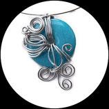 collier ras du cou pendentif fil aluminium argent et perle palet bleue bijou artisanal