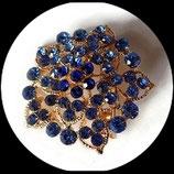 Broche ronde métal doré à strass bleus BRO058.