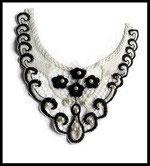 Faux col dentelle brodée fleurs noires et blanches, perles FC0070