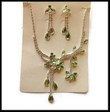 Parure collier et boucles d'oreilles fleurs strass verts et argent PAR016