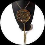 Collier pendentif steampunk baba cool sur boucle ceinture dorée - collier mi long fait main