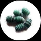 Perles de verre bicolore vert et blanc  14 X 10 mm, lot de 11 perles Réf : 893.