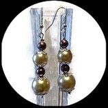 Boucles oreilles percées perles nacrées ivoire et perles bronze. BO021