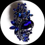 Broche fleurs métal argenté, strass bleu royal BRO082
