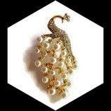 Broche paon blanc perles et strass BRO043.