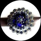 Grosse bague élastique 3D strass bleu royal et clair métal argenté BAG165