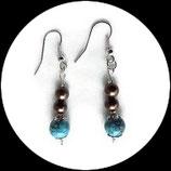 Boucles oreilles perles marbrées turquoise et perles bronze.