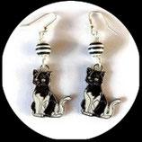 Boucles oreilles enfant chat émail noir et blanc fait main unique.