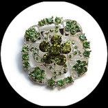 Broche ronde métal argenté à strass camaïeu de vert BRO038.
