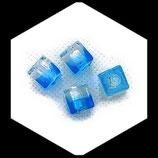 Perle en verre cube  8 mm bicolore turquoise et transparent   X 4 Réf : 1017