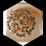 Broche ronde métal doré à strass argentés BRO087.
