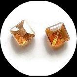Perles de verre carrée à facettes 13 mm ocre à reflets multicolores Réf : 149