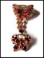 Bracelet bague papillon strass rouges, métal doré BRA019