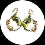 créoles boucles oreilles percées fil aluminium perles vert et doré, bijou artisanal