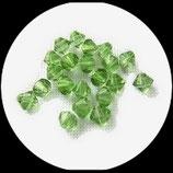 Bicone ou toupie vert clair , perle de verre transparente vert  8 mm , lot de 27 perles Réf : 885.