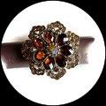 Grosse bague élastique fleur 3D strass ambre métal argenté BAG166