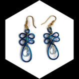 boucles pendants oreilles fil aluminium bleu perle larme fait main, oreilles percées