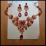 Parure dorée fleurs collier et boucles d'oreilles dorés strass rouges PAR006