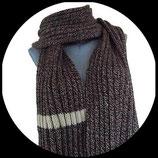 Echarpe XXL  tricotée main laine chinée marron et beige.