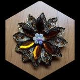 Broche fleur strass et navettes ambre BRO029